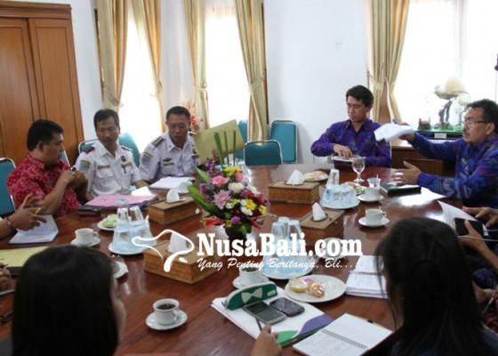 Nusabali.com - kadis-malas-rapat-bupati-suwirta-geram