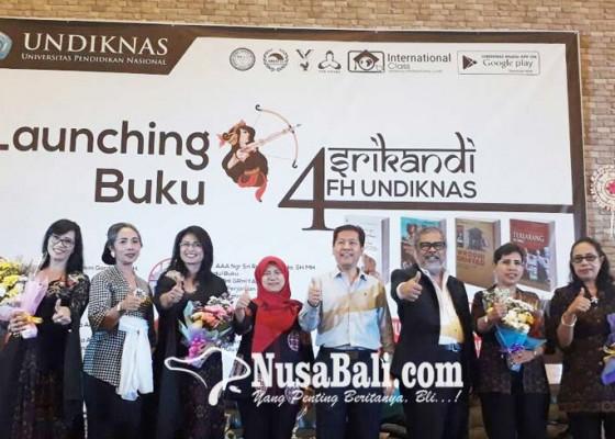 Nusabali.com - empat-srikandi-fh-undiknas-luncurkan-buku