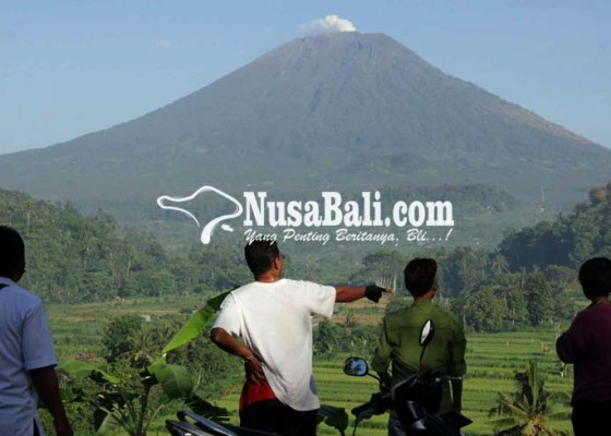 Nusabali.com - mata-air-di-lereng-gunung-agung-masih-normal
