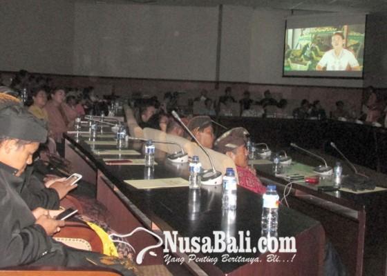 Nusabali.com - testimoni-para-ibu-bertahan-memeluk-hindu