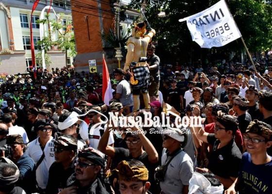 Nusabali.com - warga-sanur-gerudug-rs-bali-mandara