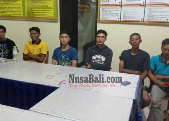 Nusabali.com - main-keroyok-enam-pemuda-dijuk