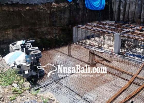 Nusabali.com - satpam-proyek-tewas-tergencet-truk-molen