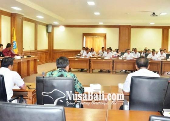 Nusabali.com - komisi-iii-dprd-badung-rapat-dengan-eksekutif