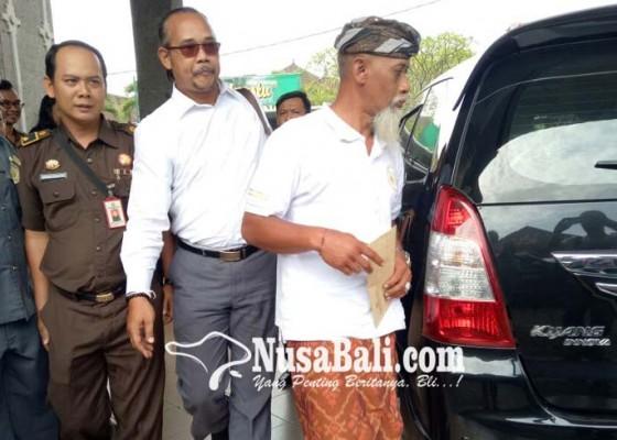 Nusabali.com - bendesa-pakraman-candikuning-dijebloskan-ke-sel-tahanan