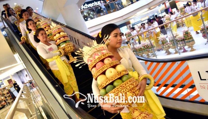 www.nusabali.com-parade-230-gebogan-di-mall-masuk-muri