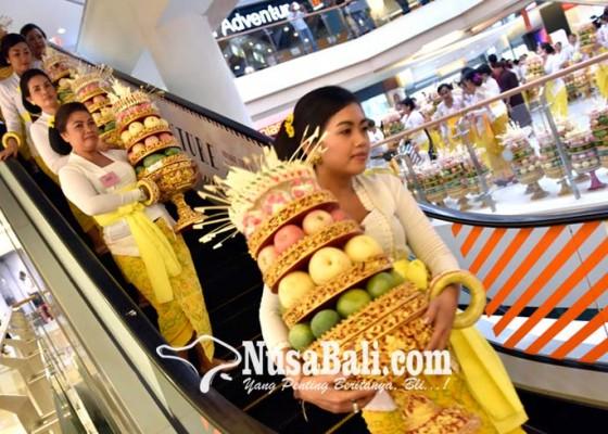 Nusabali.com - parade-230-gebogan-di-mall-masuk-muri