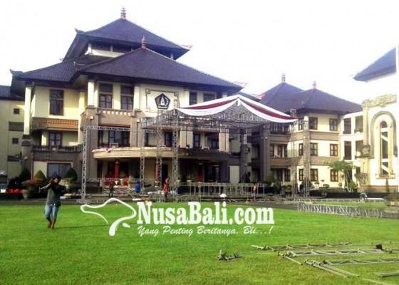 Nusabali.com - panggung-hiburan-mulai-disiapkan