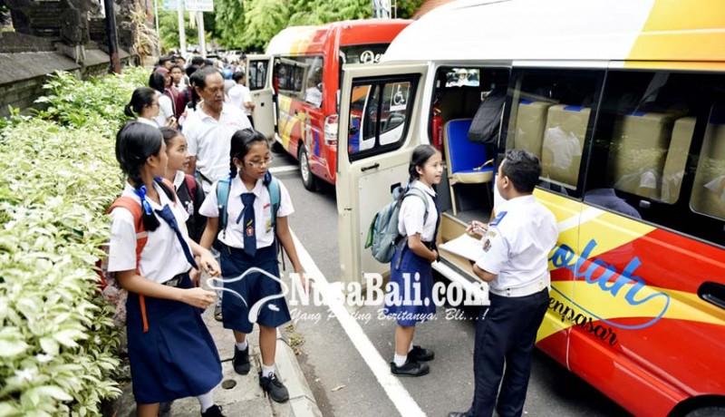 www.nusabali.com-uji-coba-perdana-bus-sekolah-terkendala-hujan