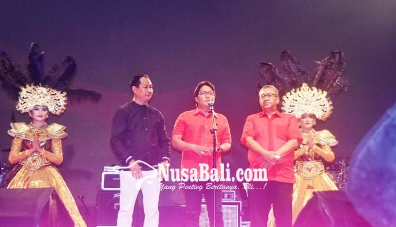 www.nusabali.com-bupati-buka-hiburan-rakyat-hut-ke-8-mangupura