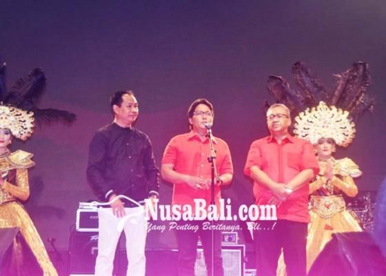 Nusabali.com - bupati-buka-hiburan-rakyat-hut-ke-8-mangupura