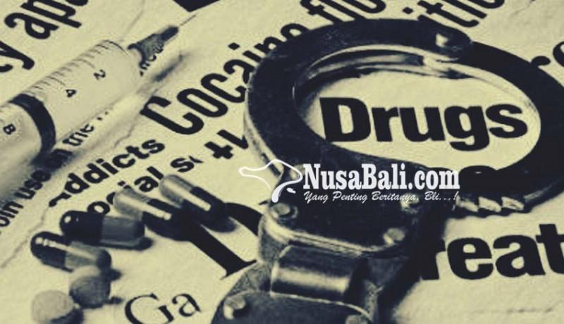 www.nusabali.com-asik-nyimeng-di-pantai-pegawai-koperasi-dijuk