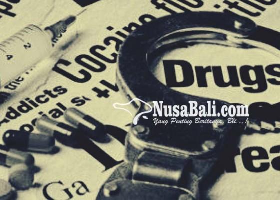 Nusabali.com - asik-nyimeng-di-pantai-pegawai-koperasi-dijuk