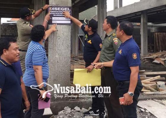 Nusabali.com - satpol-pp-hentikan-pembangunan-kos