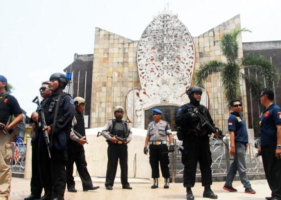 Nusabali.com - polisi-bersenjata-kawal-kuta-dan-bandara