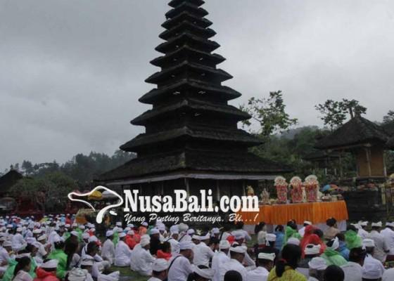 Nusabali.com - digelar-upacara-guru-piduka-di-pura-penataran-besakih