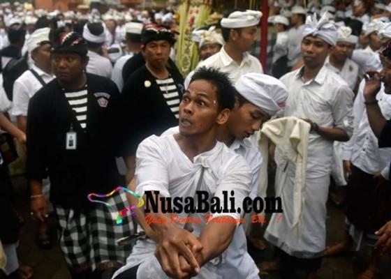 Nusabali.com - diguyur-hujan-ngider-bhuwana-dilakukan-sekali