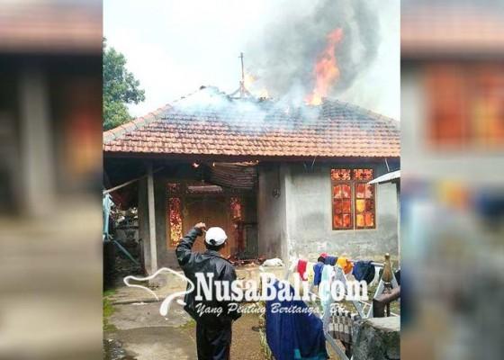 Nusabali.com - ditinggal-kundangan-rumah-ludes-terbakar