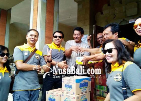 Nusabali.com - reuni-angkatan-87-sman-1-bangli-alumni-baksos-di-pengungsian-dan-slb