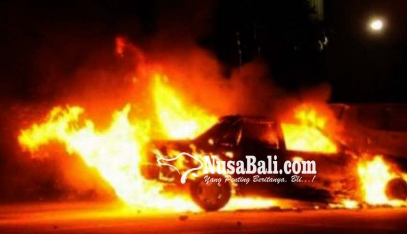www.nusabali.com-mobil-cary-pick-up-terbakar