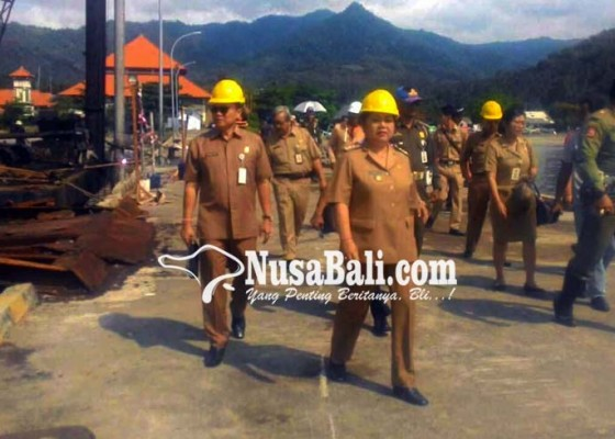 Nusabali.com - bupati-cek-pembangunan-dermaga-pesiar-tanah-ampo