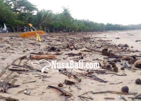 Nusabali.com - pantai-kuta-dan-legian-darurat-sampah-kiriman