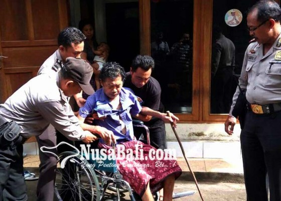 Nusabali.com - penderita-lumpuh-dibantu-kursi-roda