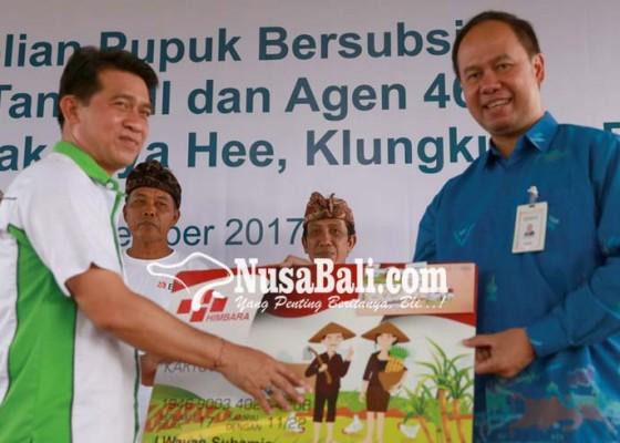 Nusabali.com - petani-terima-bantuan-kartu-tani