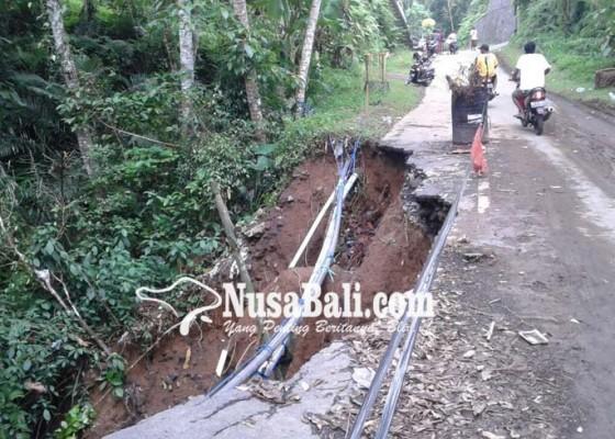 Nusabali.com - jalan-pintas-tegallalang-tampaksiring-longsor