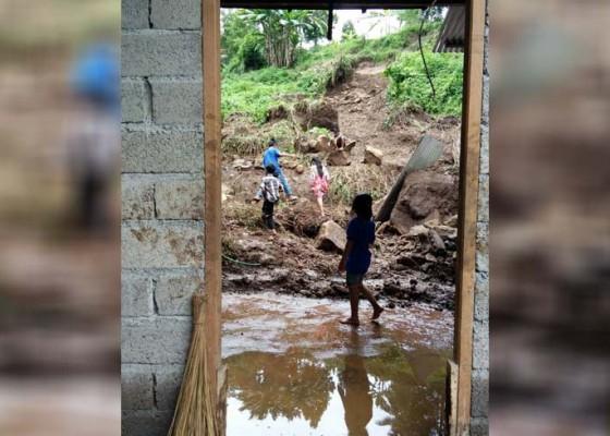 Nusabali.com - terperangkap-15-menit-ibu-anak-selamat