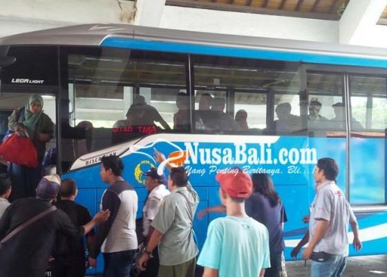 Nusabali.com - bandara-tutup-terminal-mengwi-padat-penumpang