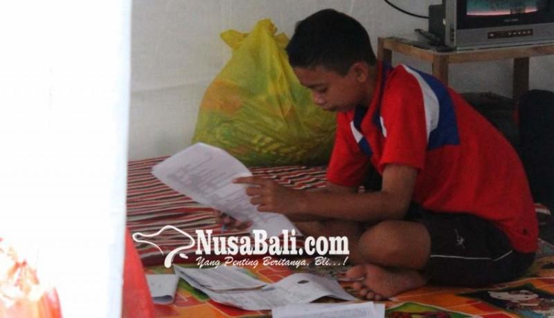 www.nusabali.com-siswa-pengungsi-tuntaskan-uas-di-posko