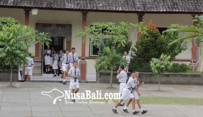 www.nusabali.com-8-smp-uas-di-tempat-ngungsi
