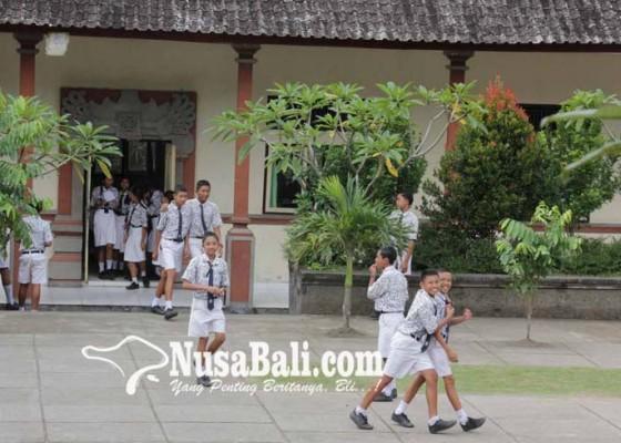 Nusabali.com - 8-smp-uas-di-tempat-ngungsi