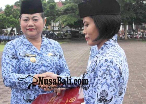 Nusabali.com - bupati-sematkan-477-satya-lencana