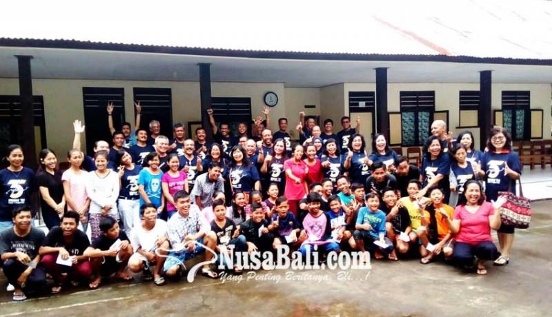 www.nusabali.com-kunjungi-anak-panti-bantu-para-pengungsi-gunung-agung