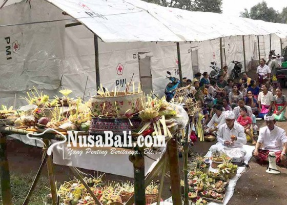 Nusabali.com - krama-ababi-laksanakan-ritual-redam-erupsi