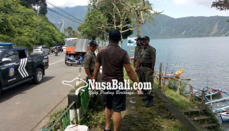www.nusabali.com-satpol-pp-tertibkan-pkl-ada-yang-lari-ketakutan