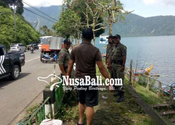 Nusabali.com - satpol-pp-tertibkan-pkl-ada-yang-lari-ketakutan