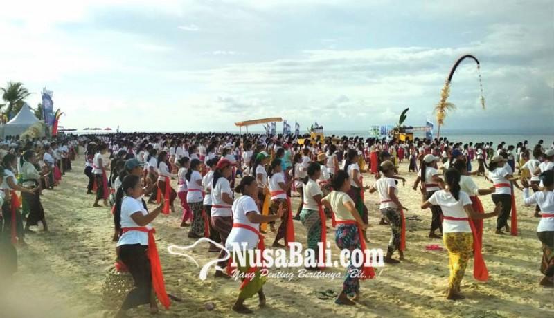 www.nusabali.com-pakelem-diiringi-atraksi-tari-rejang-dewa-1500-penari