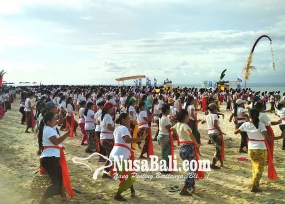 Nusabali.com - pakelem-diiringi-atraksi-tari-rejang-dewa-1500-penari