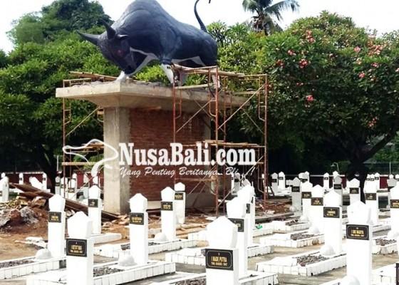 Nusabali.com - patung-banteng-di-tmp-kembali-dibangun