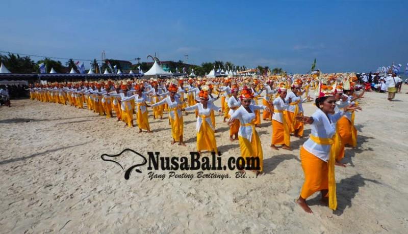 www.nusabali.com-rejang-dewa-1500-penari-marakkan-pembukaan-npf