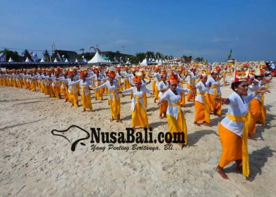 Nusabali.com - rejang-dewa-1500-penari-marakkan-pembukaan-npf