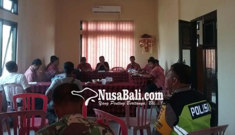 www.nusabali.com-warga-nglurug-kantor-desa-tukadaya
