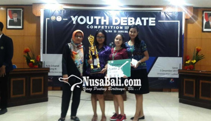 www.nusabali.com-tiga-siswi-sman-1-kuta-utara-juara-ii-youth-debate-competition