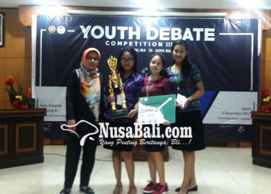 Nusabali.com - tiga-siswi-sman-1-kuta-utara-juara-ii-youth-debate-competition