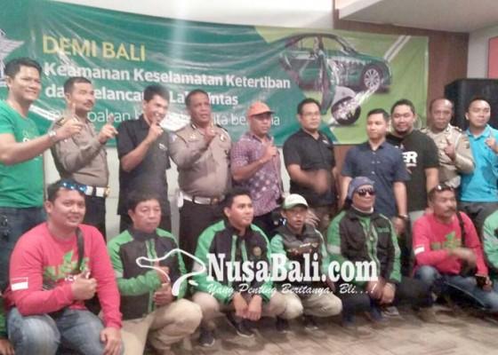 Nusabali.com - dit-lantas-kumpulkan-100-sopir-angkutan-online