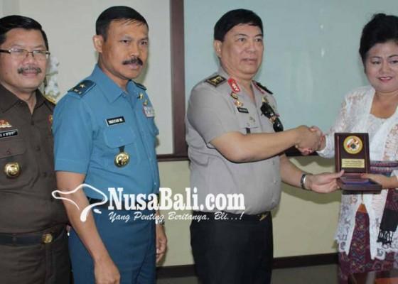 Nusabali.com - bupati-bakamla-tandatangani-kerjasama-keamanan-laut