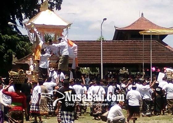Nusabali.com - seniman-lukis-made-kedol-diaben
